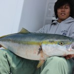 石田さん、初鰤がなんと11.1k!おめでとうございます♪ 隊長、釣っていただきましたよぉ♪
